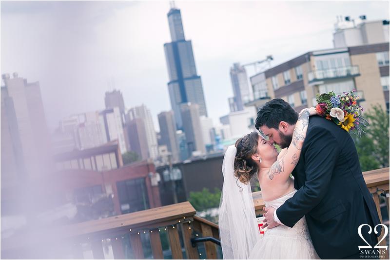 2swansphotography-bottomloungewedding14