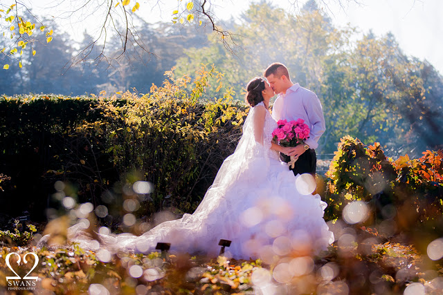 Golden hour: the perfect time of day for romantic photos  © 2Swans Photography 2015