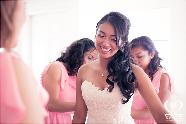 Your bridesmaids should help -not hinder! © 2Swans Photography 2015
